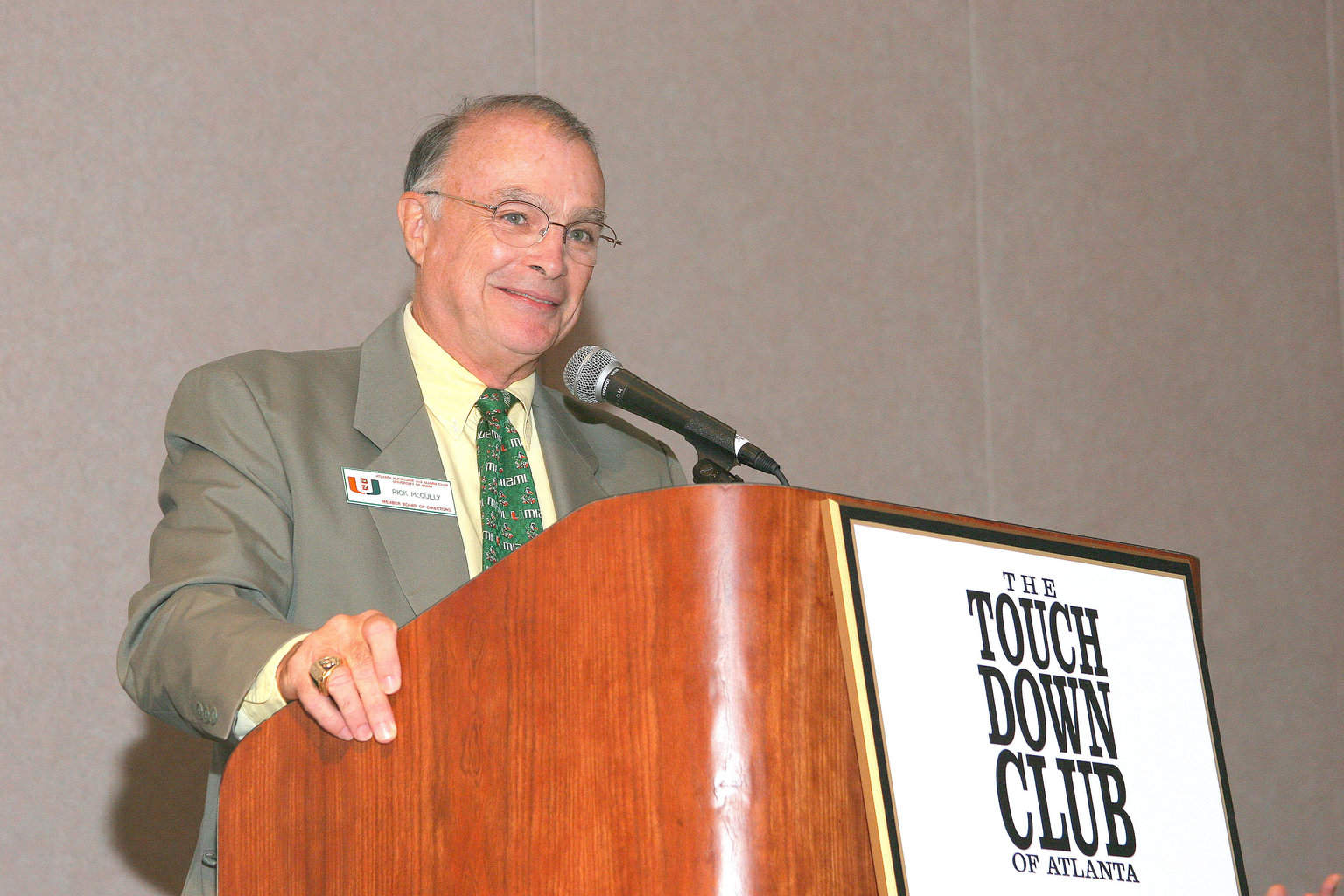 10-4-04 TCA member Rick McCully introducing Larry Coker