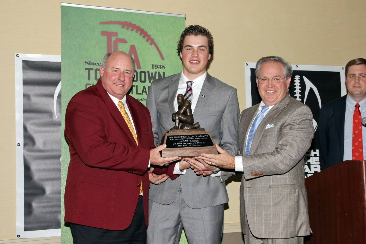 Jacob Eason accepting hte Bobby Dodd Award