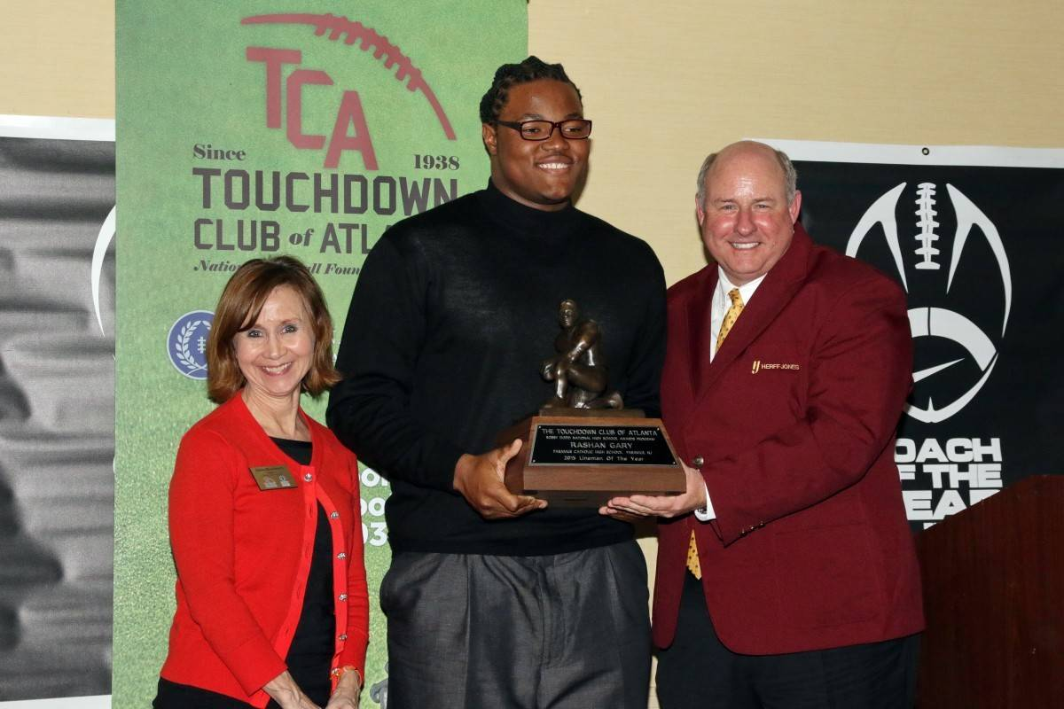 Rashan Gary Accepting the Bobby Dodd Award